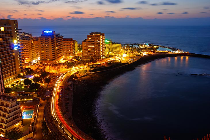 Puerto de la Cruz at night